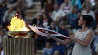 Olympijský oheň pro OH v Soči dorazil do Ruska.