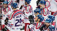 Zklamaní čeští hokejisté po porážce s Finskem.
