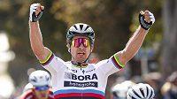 Peter Sagan slaví etapový triumf v Morro Bay v závodě Kolem kalifornie.