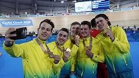 Australští dráhoví cyklisté vytvořili na Hrách Commonwealthu světový rekord ve stíhacím závodu družstev na 4 km.