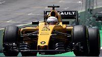 Pilot formule 1 Kevin Magnussen na okruhu v Brazílii.