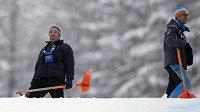 Ani obětavá práce při odklízení sněhu sobotní závod SP v Cortině d'Ampezzo nezachránila .