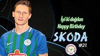 Slávistický kanonýr Milan Škoda se dočkal v Turecku premiéry i gratulace k narozeninám.