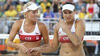 Markéta Sluková (vlevo) a Barbora Hermannová při utkání s Brazilkami.