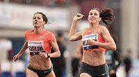Zuzana Hejnová a Denisa Rosolová v cíli 400 m překážek během atletického mítinku Zlatá tretra 2015.