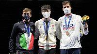 Zleva stříbrný Ital Daniele Garozzo, zlatý Ka Long Cheung of Hong Kong a bronzový Alexander Choupenitch.