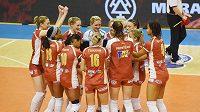 Volejbalistky Prostějova se radují po vítězství v prvním finálovém utkání nad Olomoucí.
