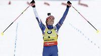 Biatlonistka Gabriela Koukalová se raduje z druhého místa ve stíhacím závodě v Ruhpoldingu.
