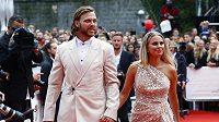 David Pastrňák s manželkou na slavnostním zakončení Mezinárodního filmového festivalu v Karlových Varech.