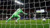 Kanonýr Tottenhamu Harry Kane proměnil penaltu a přiblížil Kohouty k finále anglického Ligového poháru.