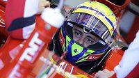 Felipe Massa v kokpitu vozu Ferrari F138 při testech v Jerezu.