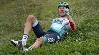 Nizozemský cyklista Wilco Kelderman v závodě Binck Bank Tour utrpěl po pádu zlomeninu pánve a dvou žeber.