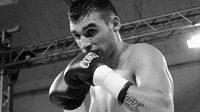 Argentinský boxer lehké váhy Hugo Alfredo Santillan podlehl následkům zranění ze zápasu.