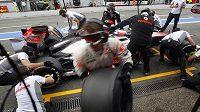 Rekordní pit stop stáje McLaren při výměně pneumatik Jensona Buttona
