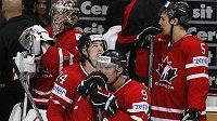 Zklamaní hokejisté Kanady po vyřazení od Slovenska.