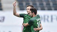 Jablonečtí fotbalisté (zleva) Stanislav Tecl a Michal Trávník se radují z branky