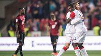 Fotbalisté Slavie Praha Milan Škoda a Michael Ngadeu oslavují vítězství v derby