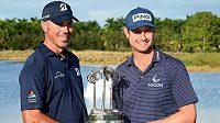 Suverénním způsobem ovládli američtí golfisté Matt Kuchar a Harris English již potřetí turnaj dvojic QBE Shootout v Naples na Floridě. Po třech kolech zvítězili s rekordním náskokem devíti ran.