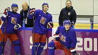 Čeští hokejisté se připravují na Švédy. Na ledě zleva Tomáš Plekanec, Roman Červenka a Jaromír Jágr.