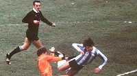 Italský rozhodčí Sergio Gonella ve finále MS 1978 mezi Argentinou a Nizozemskem.