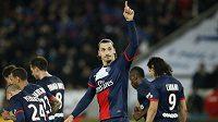 Útočník Paris St Germain Zlatan Ibrahimovic slaví svůj gól v zápase s Nantes.