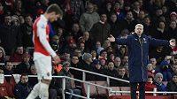 Trenér Arsenalu Arséne Wenger má před sebou obtížný úkol. Skleslým svěřencům navrátit jejich ztracené sebevědomí.