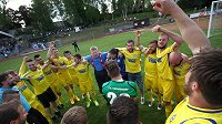 Fotbalisté Varnsdorfu se radují z postupu do první ligy.