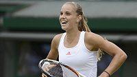 Nizozemka Arantxa Rusová se raduje po vyřazení Samanthy Stosurové ve Wimbledonu