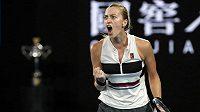 Česká tenistka Petra Kvitová oslavuje ve druhé sadě finále v Melbourne.