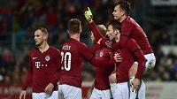 Fotbalisté Sparty se radují z gólu