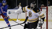 Gólman Jonas Gustavsson bude dres Bostonu oblékat celou sezónu.