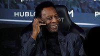 Legendární fotbalista Pelé byl v Paříži hospitalizován.