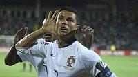 Co že jste to skandovali? jako by se ptal Cristiano Ronaldo poté, co nasázel hattrick do sítě Arménie.