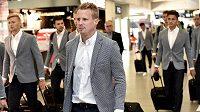 Obránce Viktorie Plzeň David Limberský na letišti Václava Havla před odletem do Tel Avivu.