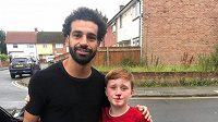 Fotbalista Mohamed Salah se vyfotil s malým fanouškem Liverpoolu.