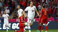 Český záložník Tomáš Rosický se raduje ze vstřelení gólu proti Arménii.