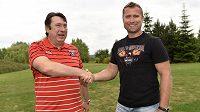 Jaroslav Bednář (vpravo) coby čerstvá posila a majitel HC Mountfield Hradec Králové Miroslav Schön.