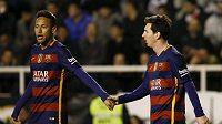 Útočné hvězdy Barcelony Neymar (vlevo) a Lionel Messi.