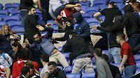 Rvačka mezi fanoušky Besiktase a Lyonu před utkáním Evropské ligy.