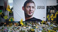 Pietní místo jako vzpomínka na tragicky zemřelého fotbalistu Emiliana Salu.