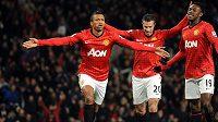 Nani z Manchesteru United se raduje se spoluhráči van Persiem (uprostřed) a Welbeckem ze vstřelení gólu do sítě Readingu.