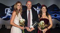 Český fedcupový tým (zleva): Karolína Plíšková, Petr Pála a Lucie Šafářová během vyhlášení novinářské ankety Sportovec roku 2015 v Praze.