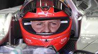 Michael Schumacher v kokpitu mercedesu.