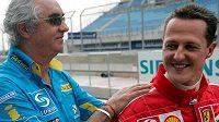 Někdejší šéf Renaultu Flavio Briatore (vlevo) a Michael Schumacher na snímku před devíti lety během GP Bahrajnu.
