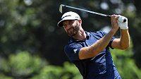 Americký golfista Dustin Johnson při turnaji St. Jude Classic v Tennessee.
