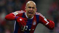 Arjen Robben z Bayernu Mnichov se raduje z trefy, kterou otevřel bundesligový duel se Schalke.