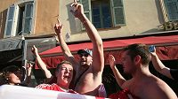 Boxer Tyson Fury řádil s anglickými fanoušky v dějišti fotbalového EURO v Nice.