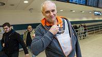Zraněný jezdec na čtyřkolce Josef Macháček po příletu do Prahy z Rallye Dakar