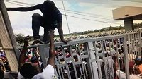 Před zápasem mezi Zimbabwe a Kongem byla davem ušlapána fanynka (ilustrační foto).