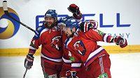 Hokejisté Lva Praha (zleva): Ryan O'Byrne, Ondřej Němec a Jiří Sekáč oslavují gól během utkání finále play off KHL proti Magnitogorsku.